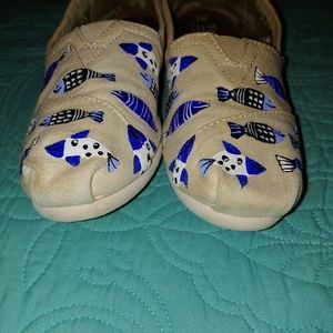 Toms Shoes - Handpainted by Haitian Women Toms W7